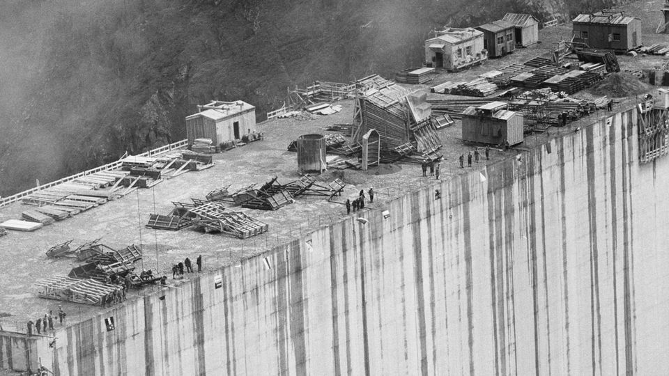 Le chantier du barrage de la Grande Dixence en 1957. [Keystone]
