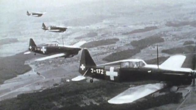 L'aviation militaire suisse pendant la 2eme guerre mondiale [RTS]