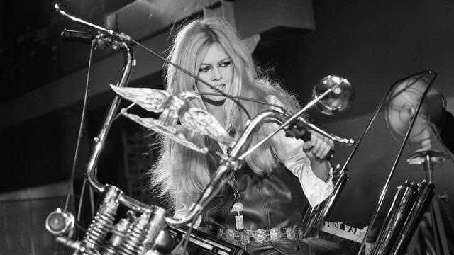 "Brigitte Bardot lors de son show télévisé ""Spécial Bardot"" en 1967. [Jean Adda / Ina / Ina via AFP]"