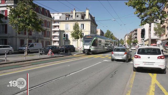 Le Lausanne-Échallens-Bercher emprunte pour la dernière fois l'avenue d'Echallens à Lausanne, pour le plus grand soulagement des riverains [RTS]
