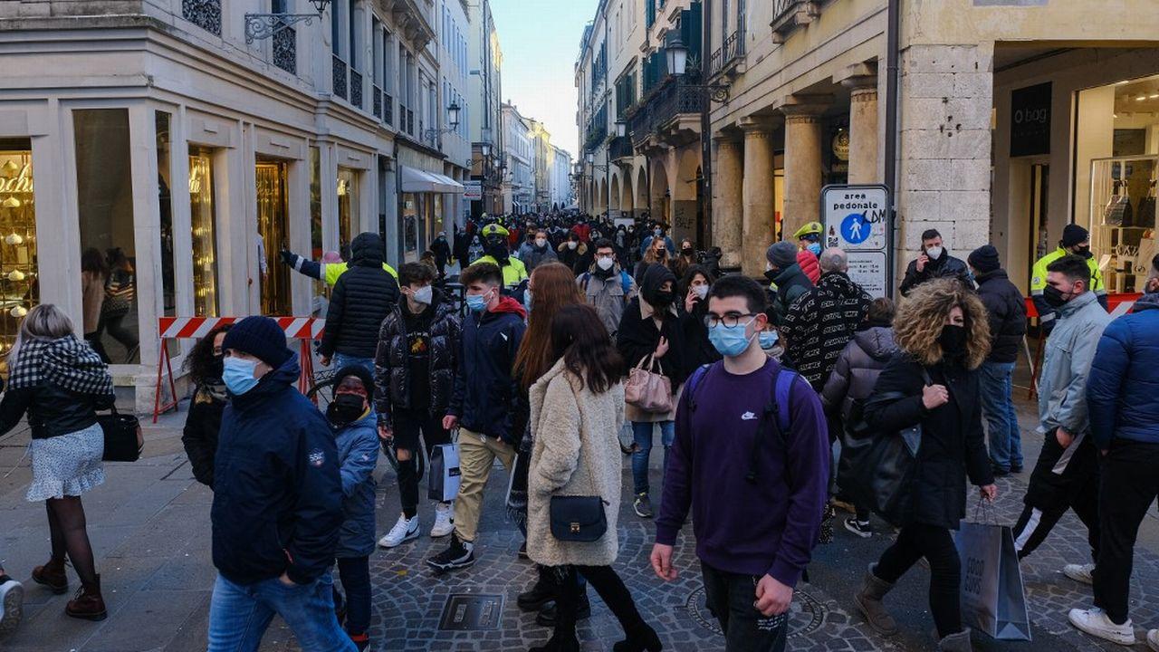 Les 3,2 millions d'employés des administrations publiques italiennes devront tous reprendre le chemin du bureau. [Roberto Silvino - AFP]