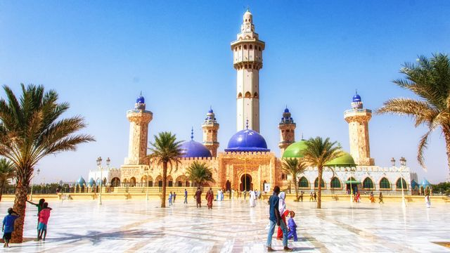 La Grande Mosquée de Touba, Sénégal [atosan - Depositphotos]