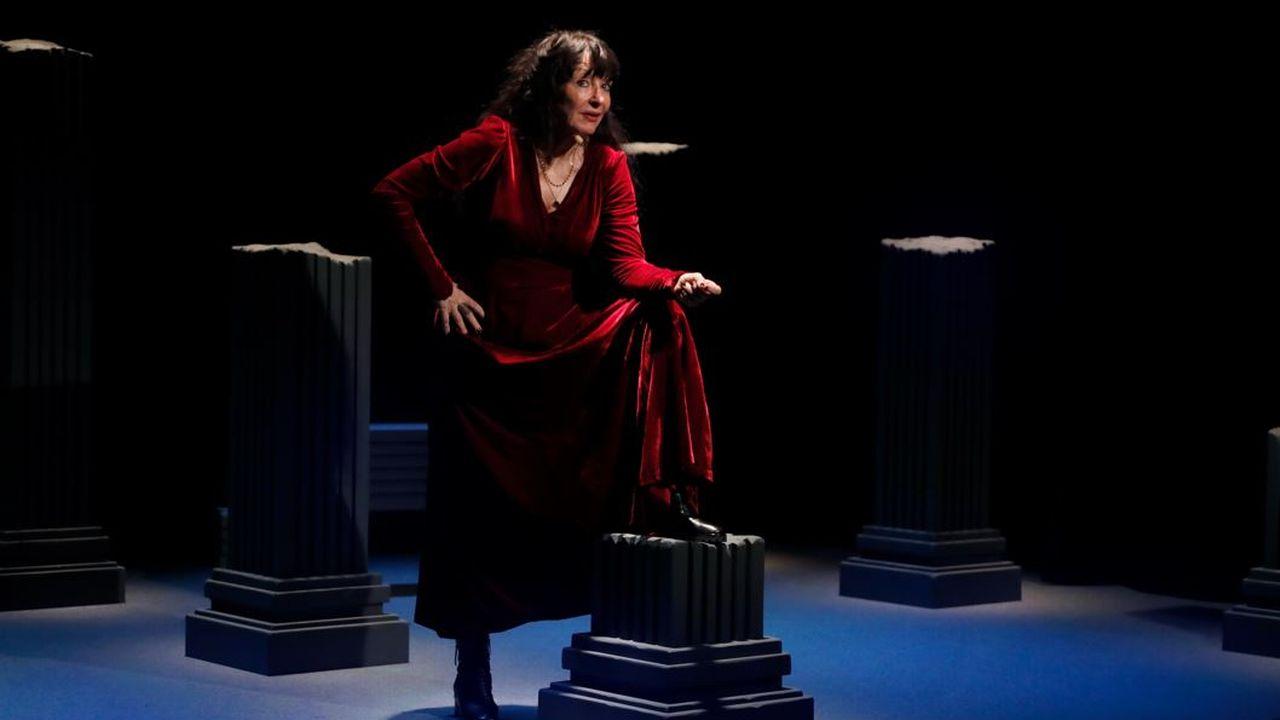 """Yvette Théraulaz dans """"Histoires dʹILS"""". [Maurizio Giuliani - Théâtre du Jorat]"""