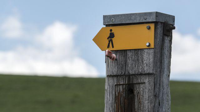 Neuchâtel veut moins de revêtements durs sur les chemins pédestres [Christian Beutler - Keystone]