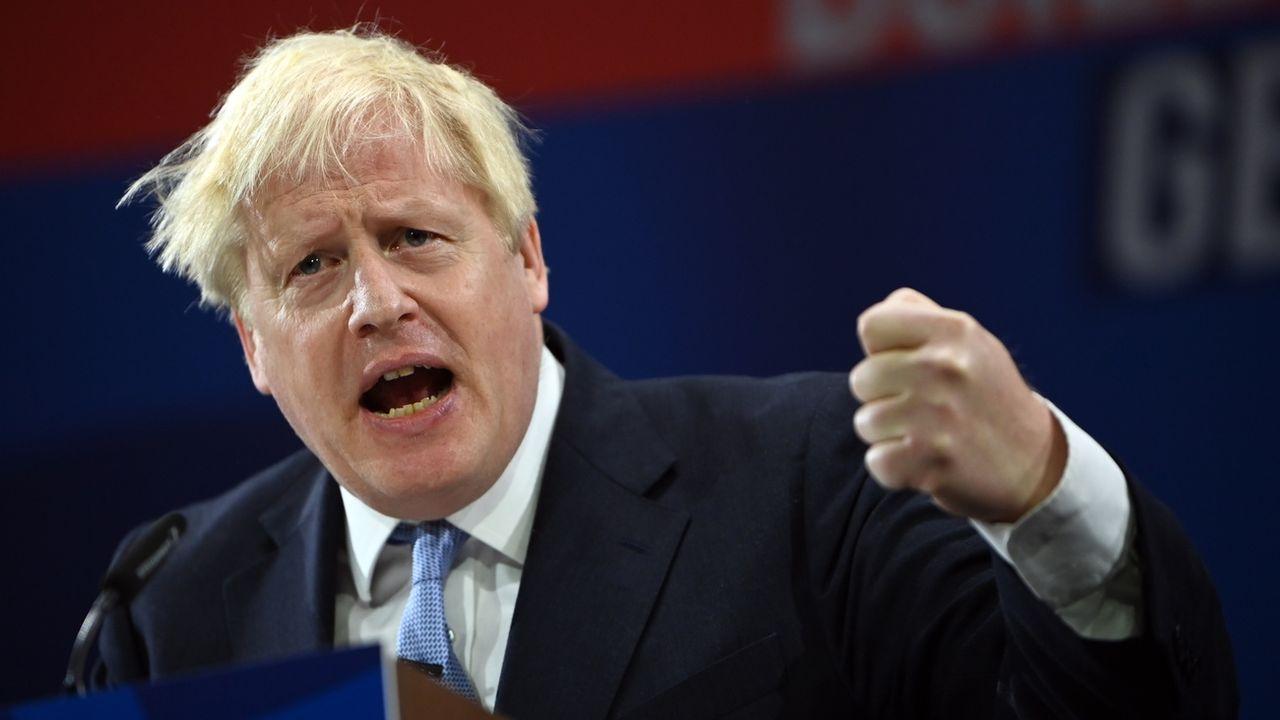 """Selon les présidents des deux commissions en charge du rapport, """"la réponse du Royaume-Uni a combiné de grandes erreurs et de grandes réussites"""", accablant le gouvernement de Boris Johnson. [Neil Hall - Keystone]"""