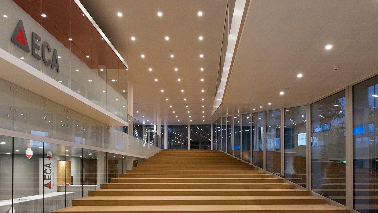 L'Etablissement d'assurance contre l'incendie du canton de Vaud (ECA) inaugure mercredi son nouveau siège à Lausanne. Il regroupe désormais les trois centrales d'urgence 118, 117, 144 ainsi que le poste de commandement de l'EMCC et de la Protection civile. [GLENN MICHEL/FLORE PRATOLINI - ECA]
