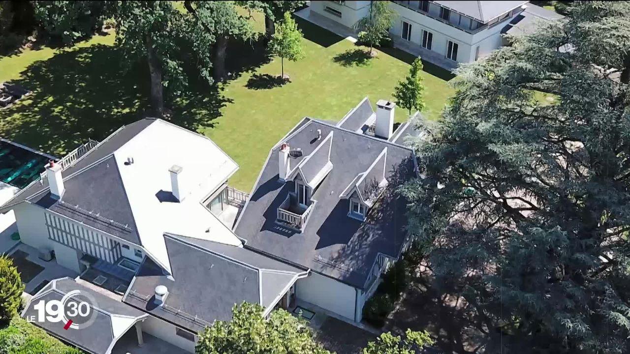 Deux villas de luxe, propriétés d'un homme d'affaires aux créances de plus de 20 millions, vendues aux enchères. [RTS]