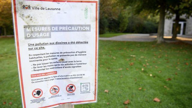 Un panneau annonce les mesures de précaution dans la zone de l'Hermitage, à Lausanne.  [LAURENT GILLIERON - KEYSTONE]