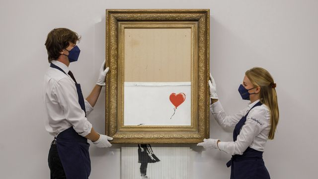 """""""La fille au Ballon"""" partiellement autodétruite de Banksy a été vendue 23 millions de francs. [Sotheby's Auction House - AP/Keystone]"""