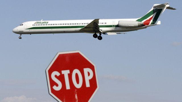 Un avion d'Alitalia photographié en 2008 à l'aéroport de Milan Linate. [Damien Meyer - AFP]