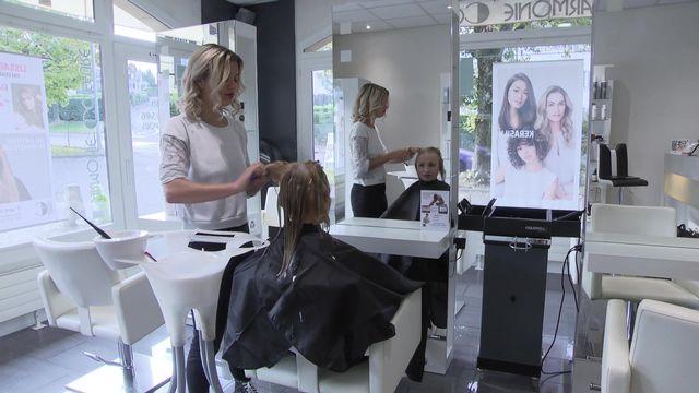 A Genève, le secteur de la coiffure a été l'un des plus impacté par l'introduction du salaire minimum à 23 francs. [RTS]