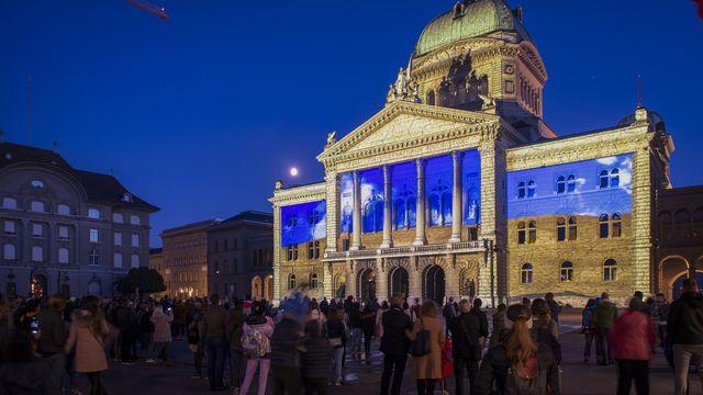 """L'édition 2021 du spectacle """"Rendez-vous Bundesplatz"""" sur la Place fédérale. [Marcel Bieri - KEYSTONE]"""
