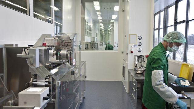 Les produits chimiques et pharmaceutiques ont été le principal contributeur à la hausse des exportations du commerce extérieur suisse au cours du troisième trimestre 2021. [GAETAN BALLY - Keystone]