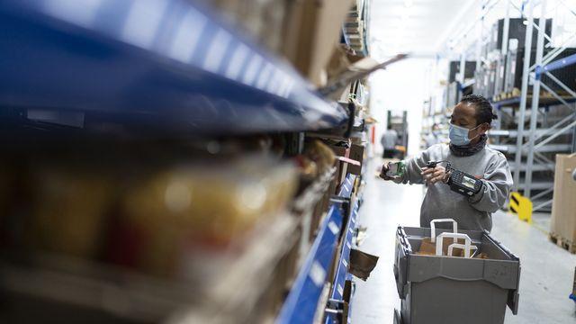 Les chimistes cantonaux tirent la sonnette d'alarme sur les aliments vendus en ligne. Plus de 300 boutiques virtuelles ont été contrôlées. Dans 78% des cas, les informations sur les allergènes ou les ingrédients étaient lacunaires ou totalement absentes. [GAETAN BALLY - KEYSTONE]