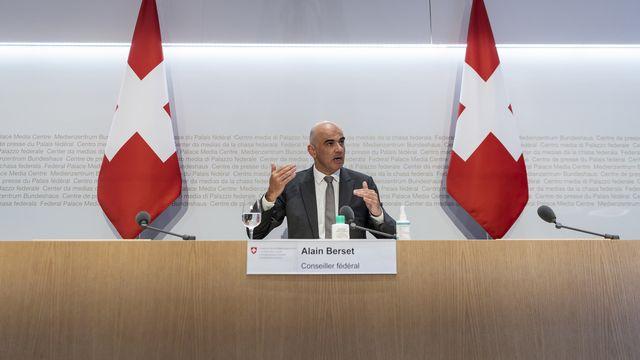 Le conseiller fédéral Alain Berset a détaillé les mesures mises en consultation lors d'une conférence de presse. [Alessandro della Valle - Keystone]