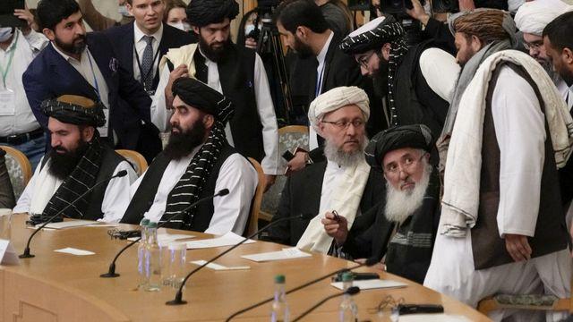 Les talibans cherchent à briser leur isolement diplomatique. Ils se sont accordés mercredi avec les Russes, les Chinois et les Iraniens pour renforcer leur collaboration sécuritaire en Afghanistan, où l'activité de groupes terroristes et le risque d'une crise humanitaire font craindre une déstabilisation de toute la région. [ALEXANDER ZEMLIANICHENKO - AFP]