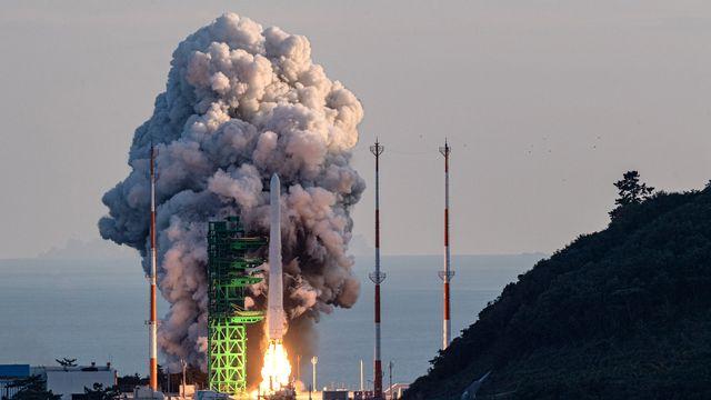 La Corée du Sud a lancé jeudi sa première fusée spatiale de conception nationale, selon des images télévisées, tandis qu'elle cherche à rejoindre le club des nations spatiales avancées. [YONHAP - AFP]