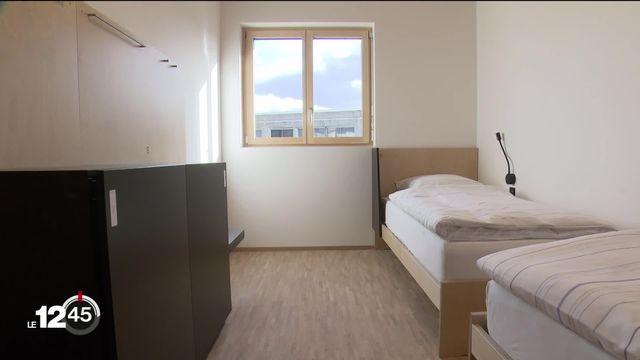 """La Ville de Genève inaugure """"Le Passage"""", une structure moderne d'hébergement pour les sans-abri à la capacité bienvenue mais qui s'annonce insuffisante [RTS]"""