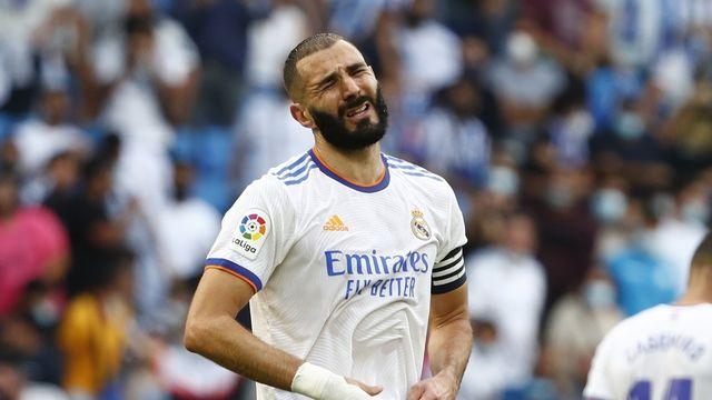 Pas la mine des grands jours pour Karim Benzema. [Joan Monfort - AP]