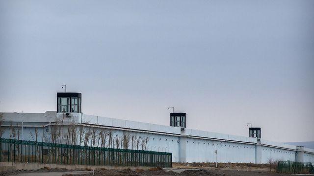 Un camp de détention dans le Xinjiang en Chine. [Mark Schiefelbein - AP Photo/Keystone]