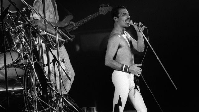 Freddie Mercury, le chanteur de Queen qui avait révélé son homosexualité en 1974, est décédé en 1981, quelques jours après avoir annoncé qu'il était atteint du Sida. [Jean-Claude Coutausse - AFP]