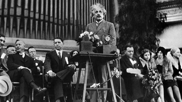 Discours d'Albert Einstein à San Diego (Etats-Unis), le 15 mars 1944. [Keystone/Photopress-Archiv]