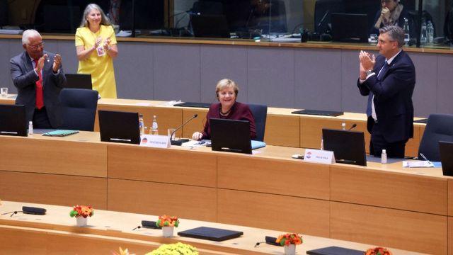 Angela Merkel a été ovationnée par les dirigeants européens à Bruxelles. [EU Council / Pool - Anadolu Agency via AFP]