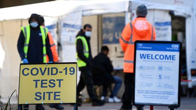 Le Royaume-Uni a passé jeudi la barre des 50'000 cas de Covid-19 par jour. [Andy Rain - EPA]