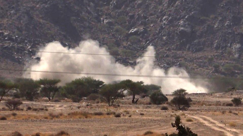 Position des Houthis visée par des tirs loyalistes dans la région de Marib, 27.09.2021. [AFPTV/AFP]