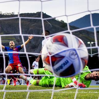 Le FC Sion s'incline contre Bâle pour la première de Paolo Tramezzani. [Jean-Christophe Bott - Keystone]